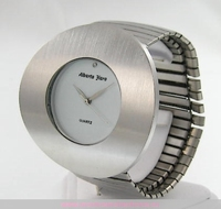 Montre femme acier ronde bracelet acier elastique